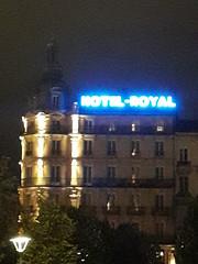 20180906_212748 (Benoit Vellieux) Tags: france lyon district nuit night nacht hotel enseignelumineuse leuchtwerbung neonsign architecture placebellecour 2èmearrondissement 2nddistrict