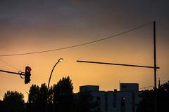 20170715-015 (sulamith.sallmann) Tags: abend abenddämmerung abends abendstimmung ampel berlin bornholmerstrase city dawn deutschland dämmerung evening germany lamp lampe mitte stadt strasenlampe strasenlaterne städtisch trafficlights urban wedding sulamithsallmann