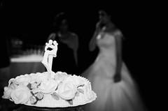 34165 - Cake (Diego Rosato) Tags: cake torta wedding matrimonio nikon d700 rawtherapee bianconero blackwhite sigma 50mm flash lampeggiatore