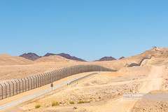 Israel Egypt border fence in the Negev, Israel (Nick Brundle - Photography) Tags: israel egypt border fence sinai negev gettyimages nikon2470mmf28 nikond750 desert
