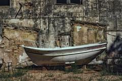 Old Boat... (hobbit68) Tags: boot boat mauer gebäude gemäuer old alt spanien spain espagne espana andalusien andalucia holiday urlaub fujifilm xt2
