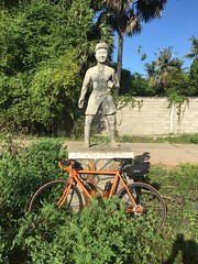 Cambodia, Kandal Province, Angk Snuol District, Mkak Commune, Tropang Thnort Village (Die Welt, wie ich sie vorfand) Tags: kingdomofcambodia cambodia bicycle cycling surly crosscheck monument កម្ពុជា ភ្នំពេញ phnompenhprovince phnompenh tropangthnort kandalprovince kandal angksnuoldistrict angksnuol mkakcommune mkak