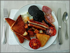 A good start to the next day............. (Jason 87030) Tags: holiday bed breakfast bb cooked full english fried fryup manser eggs mushrooms hashbrowns cooking meal start begining nice yummy scoff sausages bangers blackpudding cuttlery table plate tomato bacon rind slice bread golden yum tasty spud potato grilled served serving portion order