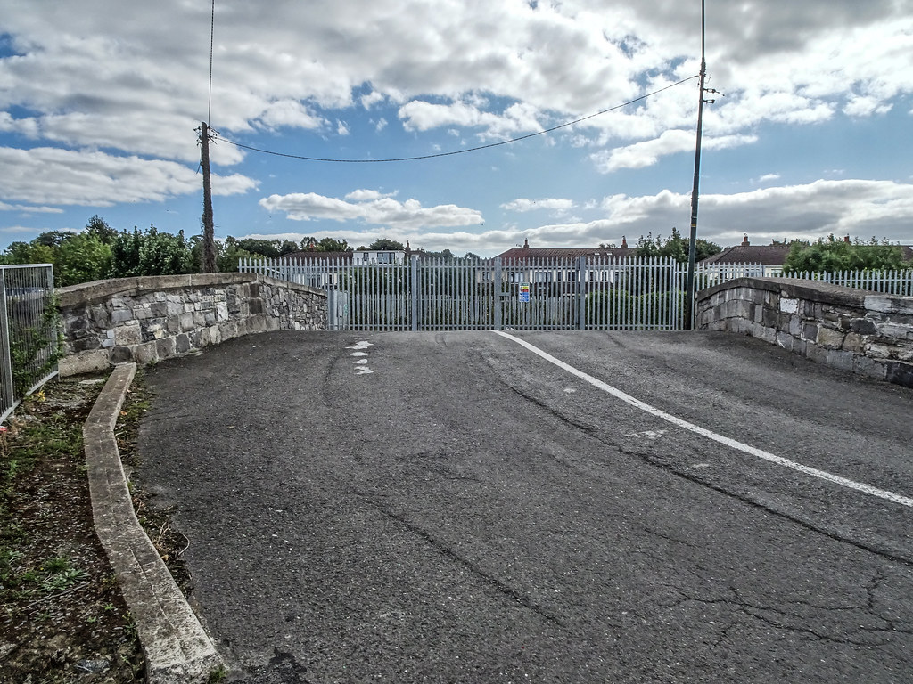 REILLY'S BRIDGE WAS REPLACED BY THE RATOATH ROAD OVERBRIDGE [IT IS A PITY THAT THEY DID NOT COME UP WITH A NAME FOR THE NEW BRIDGE]-143870