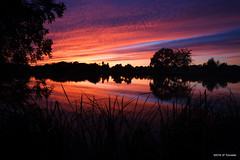 soir de feu (jpto_55) Tags: soir soleilcouchant reflet lac étang lacsoula plaisancedutouch france xe1 fuji voigtlander15mmf45superwideheliarii voigtlanderlens