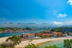 Ribadesella (Oddiseis) Tags: ribadesella asturias spain sella river mountains cantabric beach village sunny sea atlanticocean atlantic haze tamron247028 mouth rivermouth bridge harbor