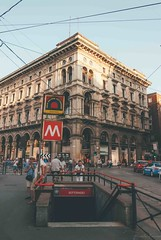 M1. (Nicole Favero 游婉情) Tags: verde milan love amazing mine cute cool street photography architecture people famous place capital italy forever follow me nicolefavero nicky nikon nikond5000 camera reflex galleria vittorioemanuele duomo milano open air streetphotography applestore famousplace orange tram atm transport city
