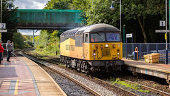 Colas Railfreight Class 56/0 no 56094 at Sutton Parkway on 18-09-2018 with a Barnetby to Barnetby route learner. (kevaruka) Tags: 56094 colour colours color colors colas rail freight sutton parkway nottinghamshire suttoninashfield grid class 56 robin hood line september 2014 2018 summer autumn composition locomotive trains train station railway british network canon eos 5d mk3 70200 f28 is mk2 5d3 5diii flickr thephotographyblog front page telephoto england yellow orange green solo sky