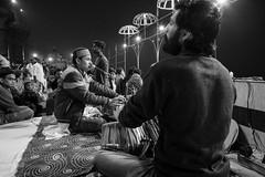 Street shot, Varanasi India (mafate69) Tags: asia asie asiedusud southasia subcontinent souscontinent india inde up uttarpradesh varanasi benares benaras kashi portrait photojournalisme photojournalism photoreportage rue reportage documentaire documentary street streetshot streetlevelphoto bw blackandwhyte noiretblanc nb night nuit mafate69 candid puja ganga aarty aarti religion hindouisme hindu hinduism hindou hindouiste