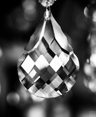 faceted glass drop (MAICN) Tags: 2018 glass mono drop sw nahaufnahme facet bw glas macro monochrome facette macromonday schwarzweis geschliffen blackwhite tropfen einfarbig makro macromondays mm