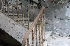 R. b. B. (Elbmaedchen) Tags: lostplaces lostplace rotten verrottet verlassen zerstört einsam abandoned geländer treppe