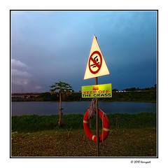 keep off the grass (harrypwt) Tags: harrypwt abuja nigeria africa afrika city samsungs7 s7 goldenhour bluehour jabi lake paintinglike interesting sunset borders framed grass red sign 11 square