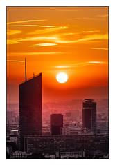 (Laetitia.p_lyon) Tags: fujifilmxt2 lyon leverdusoleil leverdujour sunrise incity soleil sun
