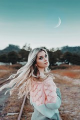 (Intense Retratos) Tags: woman moon blonde photonature naturalbeauty blueeyes portrait photography