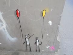 915 (en-ri) Tags: exit k omini palloncini giallo rosso nero bianco firenze wall muro graffiti writing