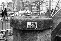 paris... (andrealinss) Tags: frankreich france paris parisstreet analog leicam6 leica 35mm andrealinss bw blackandwhite schwarzweiss street streetphotography streetfotografie