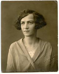 . (Kaïopai°) Tags: portrait portraiture frau woman femme vintage lappe wien face dame