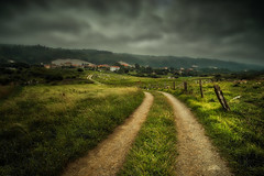 Northern paths... (Giacomo della Sera) Tags: camino path norte north grass verde green clouds nubes nube tormentoso spain españa cantabria