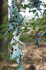 Tautendorf (Harald Reichmann) Tags: tautendorf wachtberg kunstindernatur kunst papier installation schnur reihe figur