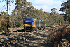 Passenger Movements - YERRINBOOL (1/4) (Jungle Jack Movements (ferroequinologist)) Tags: yerrinbool nsw new south wales southern highlands main railroad line endeavour 2857 2807 xplorer 2809 2859 2501 2521 ea explorer sydney mittaging country link australia power grunt performance diesel electric rail railway rails bogie engineer train engine appliance load pull passenger station set platform pickup carriage trip dmu multiple unit intercity interstate transport gunzel gunzelling gunzeller 列車 培养 la traîne die eisenbahn treno el tren электровоз 内燃机车 mind gap