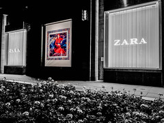 20180914 Zara by night (susi luard 2012) Tags: cabotplace canarywharf zara e14 london uk