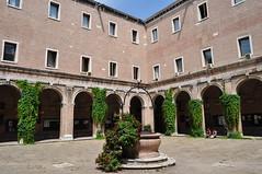 Ancien cloître du monastère des Tolentini, siège de l'Université d'Architecture de Venise, Santa Croce, Venise, Vénétie, Italie.