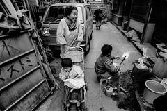 Street 723 (soyokazeojisan) Tags: japan osaka bw city street blackandwhite monochrome analog olympus om2 21mm film trix kodak memories 昭和 1970s 1975
