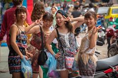 Girls posing, Khao San Road, Bangkok, Thailand (CamelKW) Tags: thailand2018 bangkok bangkokmetropolitanregion thailand th girls posing khaosanroad