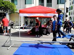 tightrope (citymaus) Tags: sf sundaystreets sanfrancisco soma 2018 folsom street kids children play child circus center boy kid balance balancing tightrope slackline
