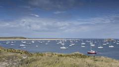 Houat (Mare Crisium) Tags: plage beach houat bretagne brittany sea ocean mer ile island clouds nuages bleu blue boat bateau morbihan paysage landscape nature voiler windship
