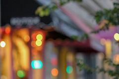 Kaffeehaus Kitsch (trsl1234) Tags: kaffeehouse shoppingstreet blur blurry bubblebokeh evanston