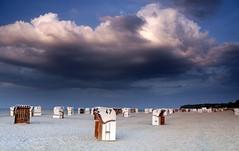 Sommer Abend. (♥ ♥ ♥ flickrsprotte♥ ♥ ♥) Tags: surendorf ostsee stimmung wolken strand strandkörbe sand flickrsprotte himmel sonnenuntergang