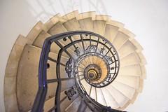 Vértigo (jantoniojess) Tags: basílica basílicadesanestebanbudapest hungría budapest stairs staircase perspective perspectiva escaleras nikond5200 nikon escalones caracol escaleradecaracol spiral espiral szentistvánbazilika baranda arquitectura geometría vértigo