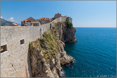 boundary.walls.dubrovnik.2@croatia (Rinaldofr) Tags: canon6dmkii canonef1635f4is dubrovnik croazia summer walls sea sky blue city center