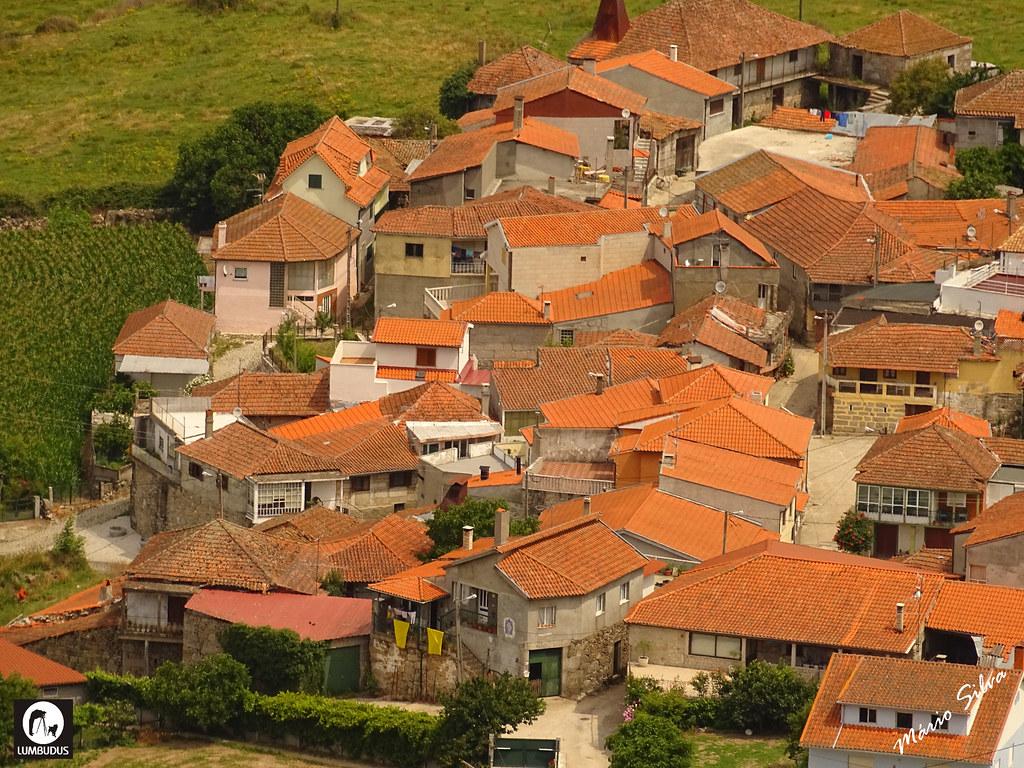 Águas Frias (Chaves) - ... vista parcial da Aldeia  (vista do Castelo de Monforte de Rio Livre) ...