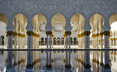 Abu Dhabi: Sheikh Zayed Grand Mosque - Photo #2 (doug-craig) Tags: asia uae abu dhabi mosque sheikhzayedgrandmosque travel stock nikon d7000 journalism photojournalism dougcraigphotography architecture middleeast greatphotographers coth5 pinnaclephotography flickrtravelaward