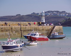 3KB02453a_C (Kernowfile) Tags: cornwall stives water sea bay blue harbour pier smeatonspier lighthouse boats people hills carbisbay trees bushes waves reflections cornishharbours pentax