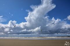 0LM_1308 (laurencemasson1) Tags: kitesurf plage merdunord nordzee nederlands paysbas lumière ciel nuages