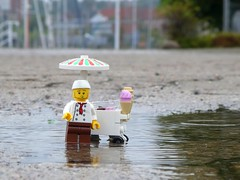 Slow Business (captain_joe) Tags: toy spielzeug 365toyproject lego minifigure minifig ice vendor eisverkäufer eis regen rain puddle pfütze