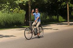Vondelpark - Amsterdam (Netherlands) (Meteorry) Tags: europe nederland netherlands holland paysbas noordholland amsterdam amsterdampeople candid streetscene people zuid sud south vondelpark park garden jardin man homme male guy bicyclette bicycle cyclist sunglasses vélo bike selfie smartphone onride june 2018 meteorry