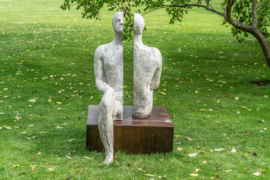 SAME SAME DIFFERENT BY BRIAN SYNNOTT CATALOGUE REFERENCE 142 [SCULPTURE IN CONTEXT 2018 IN THE BOTANIC GARDENS]-144021