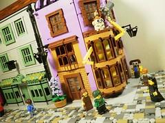 DiagonAlley2 (caatusmolotus) Tags: lego harrypotter diagonalley floreanfortescue flourishblotts weasleyswizardwheezes madammalkinsrobes fantasy house wizard london