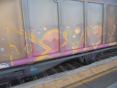 347 (en-ri) Tags: deas giallo arancione rosso fuxia train torino graffiti writing treno merci freight