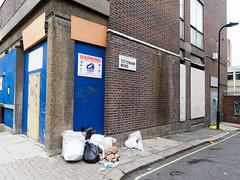 Tottenham Mews. 20180829T16-06-44Z (fitzrovialitter) Tags: peterfoster fitzrovialitter city camden westminster streets urban street environment london fitzrovia streetphotography documentary authenticstreet reportage photojournalism editorial captureone olympusem1markii mzuiko 1240mmpro microfourthirds mft m43 μ43 μft geotagged oitrack exiftool filmhighcontrast rubbish litter dumping flytipping trash garbage
