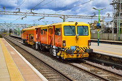 DR73936 - Bletchley - 24/08/18. (TRphotography04) Tags: colas rail track machine dr73936 accelerates past bletchley working 0930 crewe pad watford london concrete