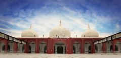 Memon Masjid (saad.zahid) Tags: canon 1300d karachi wideview sky masjid mosque islam antique architectural archi prayer symmetry art empire historical memonmasjid hdr