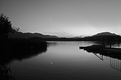 TWILIGHT AT THE LAKE (LitterART) Tags: faakersee kärnten dobratsch see sonyrx100 monochrome monochrom lake water wasser moon mond
