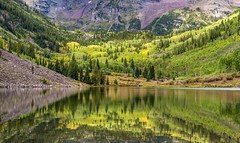 *Maroon Bells @ a touch of autumn* (Albert Wirtz @ Landscape and Nature Photography) Tags: albertwirtz usa maroonbells colorado usasouthwest southwestusa reflections spiegelung autumn herbst autunno natur nature foliage laubfärbung piktincounty vereinigtestaaten unitedstates aspen aspens zitterpappeln grün gelb green yellow water lake maroonlake marooncreekroad marooncreek natura paesaggi landscape paysage campagne campagna campo america amerika forest tree mountain albertwirtzlandschaftsundnaturfotografie albertwirtzphotography albertwirtzlandscapeandnaturephotography coloradoplateau extraordinarilyimpressive paisaje