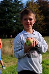 appeltje van de gemeente smaakt! (regionaal landschap Schelde-Durme) Tags: waasmunster kinderen pdpo lia natuurbeleving hooiland speelnatuur landschap landbouw biodiversiteit samenwerken