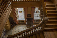 Upton House and Gardens Main Staircase (Explored) (Rocacidi) Tags: nationaltrust heritage uptonhouse countryhouse stairs history down staircase escalier wooden britain uptonhousestaircase old